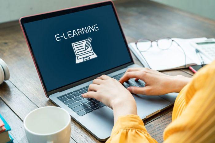 he-thong-e-learning-khac-phuc-khoang-cach-dia-ly